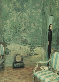 My dream Chinese wallpaper - Pauline de Rothschild's Paris Bedroom Gracie Wallpaper, Chinese Wallpaper, Chinoiserie Wallpaper, Zuber Wallpaper, Eclectic Wallpaper, Palm Wallpaper, Beautiful Wallpaper, Green Wallpaper, Paris Bedroom