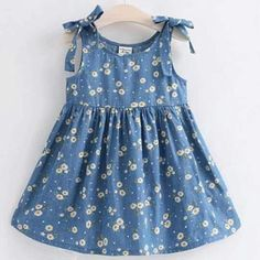 Buy Daisy Print Bowknot Sleeveless Dress online with cheap prices and discover f… Kaufen Sie Daisy Print Bowknot ärmelloses Kleid. Girls Frock Design, Kids Frocks Design, Baby Frocks Designs, Baby Dress Design, Baby Girl Frocks, Frocks For Girls, Dresses Kids Girl, Kids Outfits, Cute Little Girl Dresses