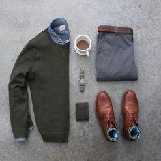 ☕️⌚️ Boots: @orzhaus Shirt/Sweater: @jcrewmens Pants: @forever21men Wallet: @baurdi Watch: @omega