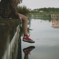 Imagem de converse, red, and shoes Creative Photography, Photography Poses, Converse Photography, Photography Challenge, Fantasy Photography, Alaska Young, Grunge, Malia Tate, Images Esthétiques