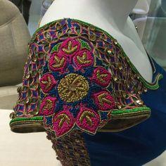Blouse South Indian Blouse Designs, Best Blouse Designs, Blouse Neck Designs, Wedding Saree Blouse Designs, Silk Saree Blouse Designs, Cut Work Blouse, Maggam Works, Designer Blouse Patterns, Sumo