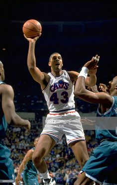 Brad Daugherty Imagens e fotografias - Getty Images Charlotte Hornets, Brad Daugherty, Nba Stars, Basketball Pictures, Sports Images, Nba Players, Athlete, 1990s, Best Pictures
