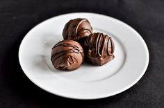 Gooey Chocolate Coconut Truffles I howsweeteats.com