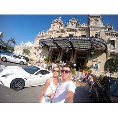 #Casino Концентрация денег в воздухе зашкаливает, уровень пафоса 100 левел. Мама, хочу домой P.S. На заднем плане казино - Monte Carlo, на переднем - бомжы и машина итальянского происхождения! #montecarlo #casino #monaco #королевство #пафос by chrisbrooo from #Montecarlo #Monaco
