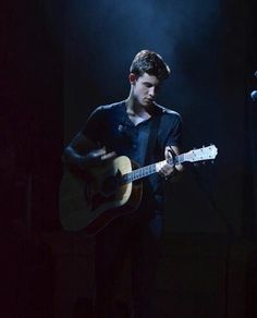 shawn mendes, concert, and guitar image Army Husband, Future Husband, Shawn Mendes, Kids In Love, Mendes Army, Magcon Boys, Role Models, Selena, Bae