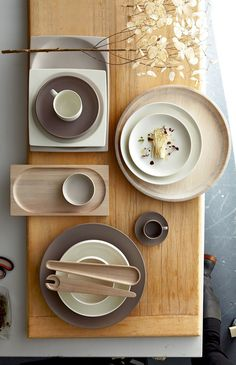Buy direct from Royal Doulton for all of the latest dinnerware, table sets, crockery, glasses and drinkware, home accessories and kitchen essentials. Deco Design, Wood Design, Design Design, Graphic Design, Japanese Design, Japanese Interior Design, Deco Table, Dinner Table, Kitchenware