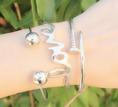 #montresmode, #bijouxfantaisiefemme, #bijoux, #streetsyle, #necklace, #watches Trendy Jewelry, Women Jewelry, Fashion Tips For Women, Womens Fashion, Diamond Earrings, Pearl Earrings, Trendy Watches, Beautiful Watches, Silver Bangles