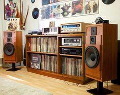 Audio rooms interior DJ Numarks of living room audio setups Turntable Setup, Sala Vintage, Home Music Rooms, Sound Room, Record Cabinet, Record Player Console, Vinyl Room, Vinyl Record Storage, Lp Storage