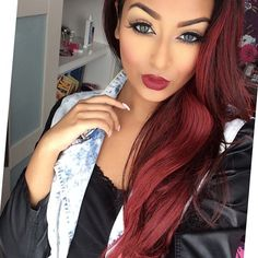 Her make-up is so pretty! Great brows, eye liner & shadow, contouring, & her red lips go so good with her red hair....Loving the look of it all!