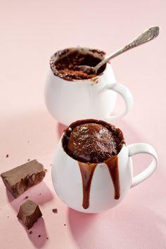 Chocolate mug cakes Mug Recipes, Brownie Recipes, Dessert Recipes, Desserts, Cake Recipes, Chocolate Mug Cakes, Chocolate Buttercream, Chocolate Recipes, Easy Sweets
