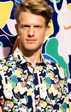Nieformalna męska koszula z wielobarwnym motywem