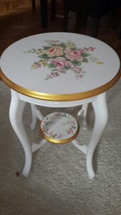 Discover recipes, home ideas, style inspiration and other ideas to try. Decoupage Furniture, Hand Painted Furniture, Paint Furniture, Shabby Chic Furniture, Furniture Makeover, Vintage Furniture, Furniture Design, Painted Side Tables, Painted Chairs
