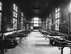 Ces photos étranges vont vous glacer le sang - Une vieille morgue entreposant les morts