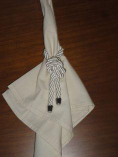 Anel de Guardanapo feito com cordão São Francisco largo. <br>Podendo ser alterado cor do cordão e ponteira prata ou dourado.