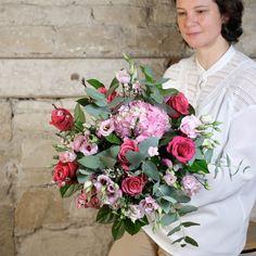 bouquet fleurs roses la vie en rose Atelier Lavaerenne Fleuriste Lyon Rose Fuchsia, Rose Pastel, Dahlia, Rose Bonbon, Floral Wreath, Wreaths, Buttercup, Peony, Atelier