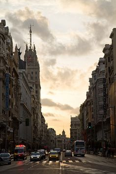 Gran Via, Madrid by RubenMendez