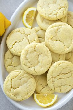 These soft, chewy lemon sugar cookies are perfect for spring! They're made with lemon zest and lemon oil which gives them perfect amount of lemony flavor. Full recipe on: lifemadesimplebak. Lemon Recipes, Baking Recipes, Cookie Recipes, Dessert Recipes, Drop Sugar Cookies, Sugar Cookies Recipe, Lemon Cookie Recipe, Lemon Cookies Easy, Baking Store