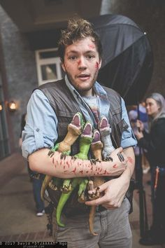 Fun Owen and his raptors from Jurassic World Halloween costume! Fun Owen and his raptors from Jurassic World Halloween costume! Fun Owen and his raptors from Jurassic World Halloween costume! Family Halloween Costumes, Cute Costumes, Couple Halloween, Halloween 2019, Halloween Cosplay, Halloween Outfits, Halloween Kids, Cosplay Costumes, Costume Ideas