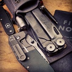 Everything EDC in the UK. Submit your pictures and videos of your own EDC items Edc Tools, Survival Tools, Survival Supplies, Everyday Carry Items, Get Home Bag, Edc Gadgets, Edc Tactical, Tac Gear, Cool Knives