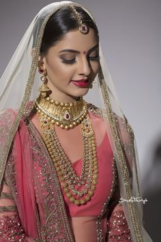 Looking for Simple bridal look with matte brown eyes and red lips? Browse of latest bridal photos, lehenga & jewelry designs, decor ideas, etc. Indian Wedding Makeup, Indian Wedding Wear, Indian Bridal Outfits, Indian Bridal Fashion, Pakistani Bridal Wear, Saree Wedding, Bridal Dresses, Bridal Beauty, Bridal Makeup