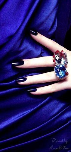 Inna Erten : Photo Love Blue, Black Love, Red And Blue, Dark Blue, Blue Moon Cafe, Navy Blue Gown, Taj Mahal, Fashion Themes, Pin Logo
