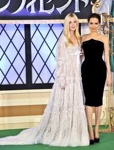 Elle Fanning Looks Just Like A Medieval Princess At The Japan Maleficent Premiere