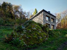 alfredo-vanotti-transforms-derelict-stone-buildings-into-contemporary-house-4