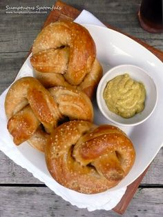 Authentic Soft, Puffy German Pretzels Perfectly puffy, slightly chewy German yeasted pretzels dusted with coarse sea salt. International Recipes, I Love Food, Finger Food, Buffalo Wings, The Best, Catering, Food Porn, Food And Drink, Cooking Recipes