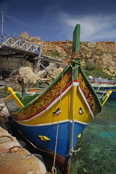 The story behind the eyes on the Luzzu in Malta is that it would protect the fishermen from the evil eye. A glance would suffice to get injured or die. Beautiful Islands, Beautiful Places, Saint Marin, Malta History, Malta Gozo, Malta Island, Travel Channel, Historical Sites, Fishing Boats