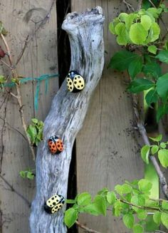 50 ideas for DIY garden decoration and creative garden design - Garden Crafts Garden Crafts, Diy Garden Decor, Garden Projects, Garden Ideas, Garden Decorations, Diy Projects, Yard Art Crafts, Kid Crafts, Project Ideas