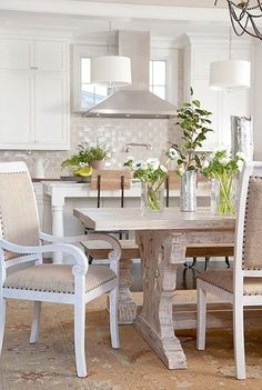 Love this look from: 50 Popular Shabby Chic Living Room Ideas Cocina Shabby Chic, Shabby Chic Kitchen, Kitchen Decor, Kitchen Dining, Kitchen Cabinets, Kitchen Island, Kitchen Chairs, Kitchen Backsplash, Burlap Kitchen