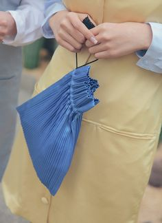 Ribbed Drawstring Bag in 2020 Potli Bags, Retro Mode, Bags 2017, Retro Outfits, Diy Clothes, Fashion Bags, Clutch Bag, Leather Handbags, Bag Accessories