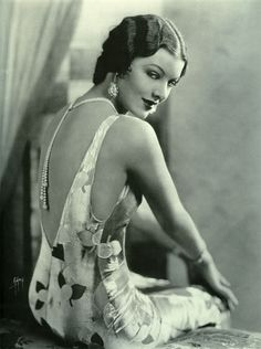 Myrna Loy 1920's. She is so pretty.  I think she might be one of the reasons I love The Thin Man series so much.