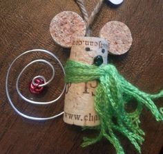 Adorable Christmas mouse made of wine corks!