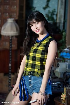 Dispatch shooting a clip 'Yes or Yes' MOMO Nayeon, Blackpink Twice, Twice Jyp, Kpop Girl Groups, Korean Girl Groups, Kpop Girls, K Pop, Sana Momo, Rapper