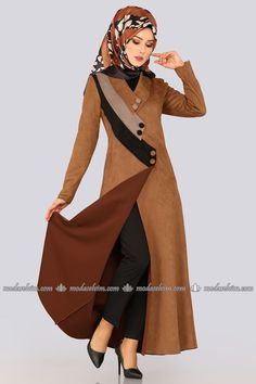 FERACE Tricolor Wildleder Ferace Kaffee, von Ich Source by tesetturlumodeller Abaya Fashion, Muslim Fashion, Modest Fashion, Girl Fashion, Fashion Dresses, Islamic Fashion, Dress Neck Designs, Stylish Dress Designs, Stylish Dresses