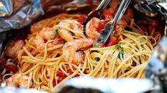 Pasta in a Foil Package shrimp pasta in a foil package.beyond goodshrimp pasta in a foil package. Foil Packet Dinners, Foil Pack Meals, Foil Dinners, Seafood Dishes, Pasta Dishes, Seafood Recipes, Cooking Recipes, Cooking Time, Pasta Recipes