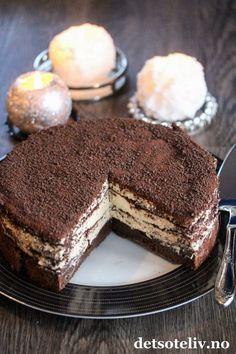 Dronning Maud-konfektkake | Det søte liv Cake Recipes, Dessert Recipes, Sweets Cake, Bakery Cakes, Piece Of Cakes, No Bake Desserts, Christmas Baking, Yummy Cakes, No Bake Cake