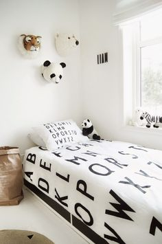 black and white alphabet kids room Ikea Toddler Room, Scandinavian Nursery Decor, Toddler Room Organization, Cool Kids Rooms, Room Kids, White Kids Room, Baby Boy Rooms, Kid Rooms, Decor Room