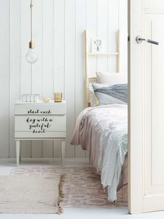 DIY: nachtkastje met quotes | DIY: nightstand with quotes | vtwonen 06-2017 | Fotografie Louis Lemaire | Styling Myla Griese