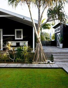 new exterior house color - black house white trim White Exterior Houses, Black Exterior, Exterior Colors, Exterior Paint, Exterior Design, Interior And Exterior, Modern Exterior, Casa Magnolia, Casa Patio