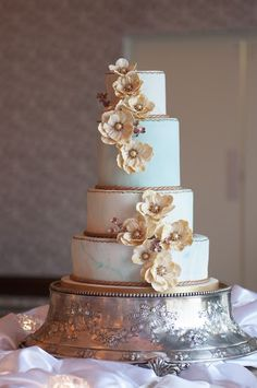 Gold and Mint Wedding Cake. Marble. Flowers. www.exposinthecity.com