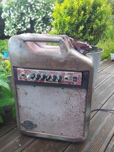 recycled vintage tank in guitar amp ampli guitar recyclé jerrycan essence