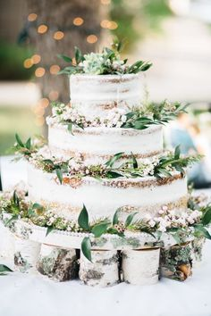 Earthy nearly naked wedding cake | Image by Alchemy Creative