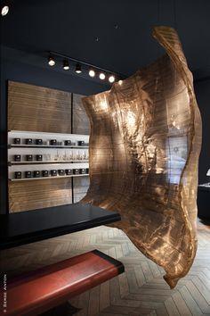 L'Antichambre : boutique de parfums sur mesure. 13, Place George Brugmann, 1050 Bruxelles  Tél. : 00 32 2 343 55 13, www.l-antichambre.com  Photo : Serge Anton
