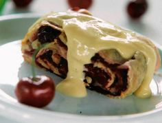 STRUDEL CZEREŚNIOWY   masło, jajko, mąka, cukier, orzechy włoskie, czereśnie, cytryna