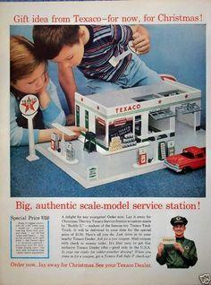Vintage Toys 1960s, 1960s Toys, Retro Toys, Vintage Ads, Vintage Stuff, Garages, Pompe A Essence, Old Gas Stations, Texaco