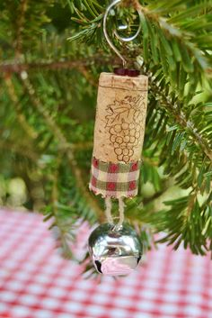 The Homeless Finch: 25 Days of Christmas and Holiday Series: Cork ornaments & crafts Wine Craft, Wine Cork Crafts, Wine Bottle Crafts, 25 Days Of Christmas, Christmas Crafts, Christmas Decorations, Christmas Tree, Tree Decorations, Wine Cork Ornaments