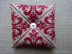 Toile de lin et petites croix: Deuxième coussin magique