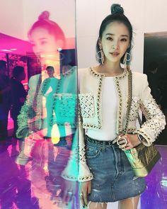 "32.9K 次赞、 75 条评论 - Irene Kim 아이린 (@ireneisgood) 在 Instagram 发布:""90's Chanel vibes ✨ #MademoisellePrive #마드모아젤프리베서울"""